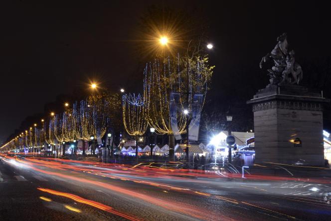 L'avenue des Champs-Elysées en décembre 2014.