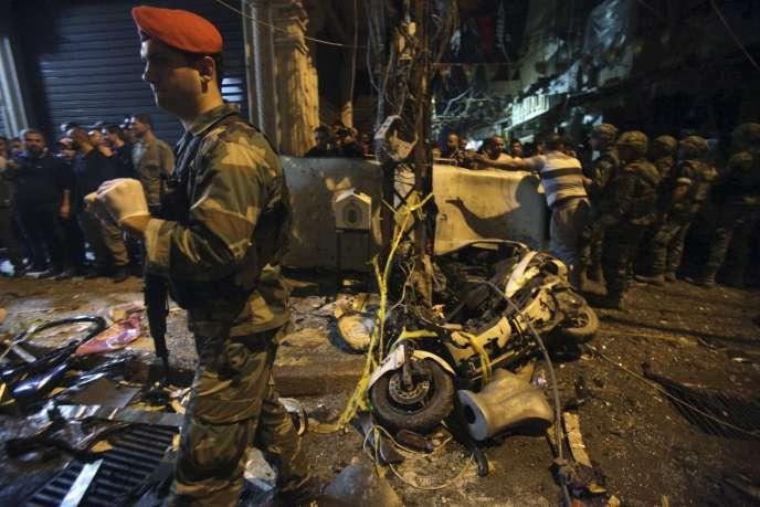 Sur le lieu d'un des deux attentats-suicides, à Beyrouth, le 12 novembre.