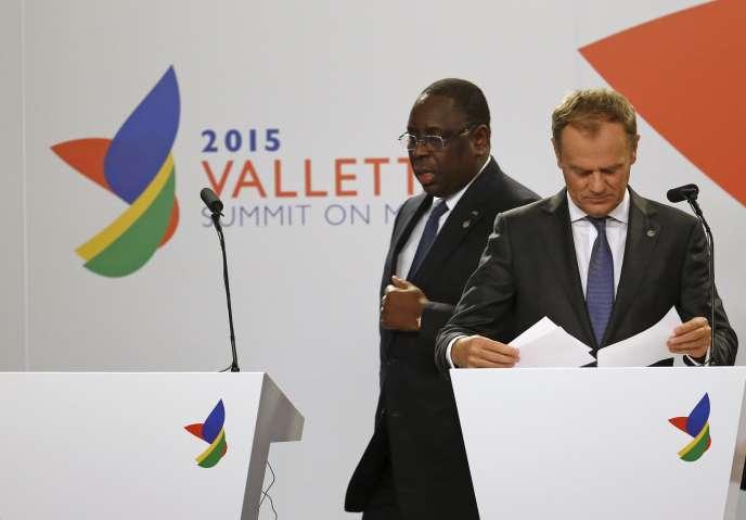 Le président du Sénégal, Macky Sall, au côté du président du Conseil européen, Donald Tusk, à La Valette, le 12 novembre.