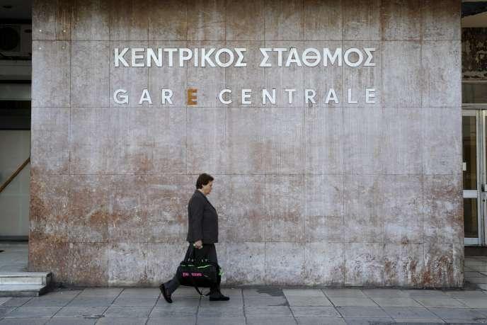 L'ensemble des services publics, transports inclus, tandis que des dizaines de vols intérieurs ont dû être annulés. Des manifestations se dérouleront dans la journée à Athènes.