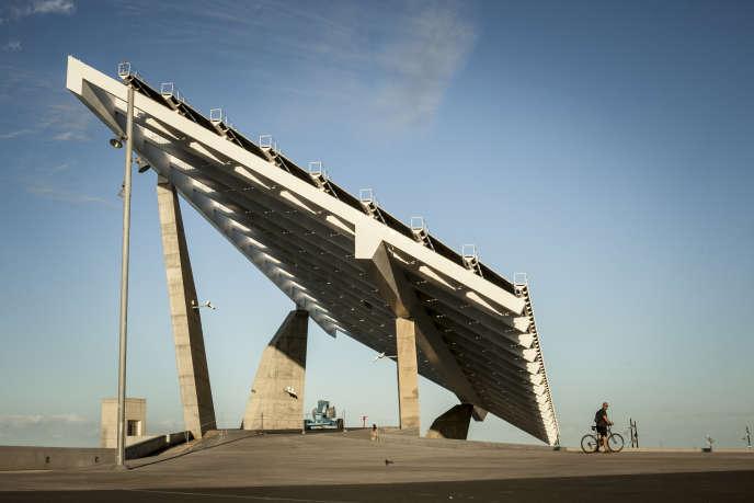 Le panneau solaire géant du quartier d'El Fòrum, au nord-est de Barcelone.