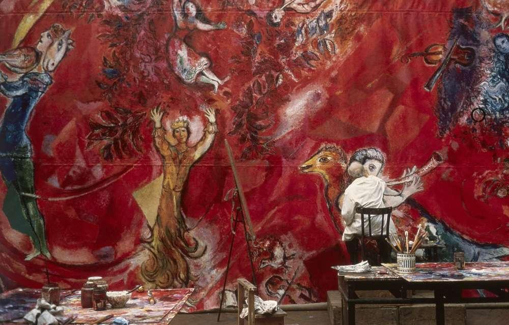 « Les panneaux du Metropolitan Opera de New York ont été réalisés à l'atelier des Gobelins à Paris, d'après une maquette définitive. Les toiles ont ensuite été acheminées vers New York, puis fixées aux murs du Lincoln Center. »