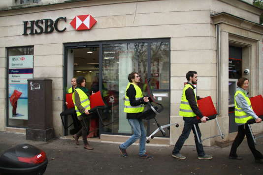 """""""Réquisition"""" de chaises à Paris, jeudi 12 novembre."""