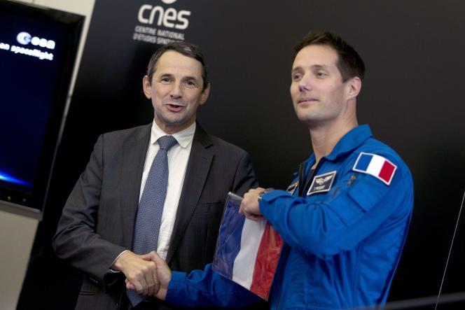 Thierry Mandon, secrétaire d'Etat chargé de l'enseignement supérieur, et Thomas Pesquet, astronaute français, à Paris, le 12 novembre.