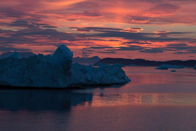 Icebergs dans un fjord de l'ouest du Groenland en août 2014.