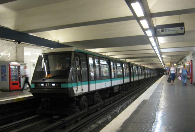 Plusieurs lignes du métro parisien sont arrêtées.