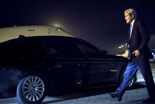 John Kerry à l'aéroport de Stansted, près de Londres, en Angleterre, le 3 novembre.