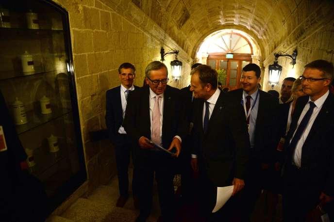 Jean-Claude Juncker et Donald Tusk à La Valette (Malte), le 12 novembre.