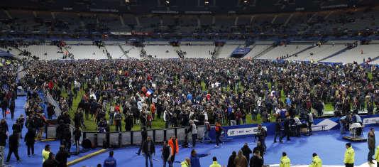 Le Stade de France en train d'être évacué, le 13 novembre.