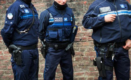 Des policiers municipaux à Tourcoing en janvier 2015.