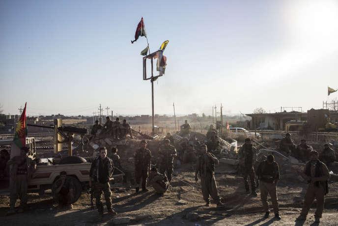 Des combattants kurdes, àSinjar, vendredi 13novembre.