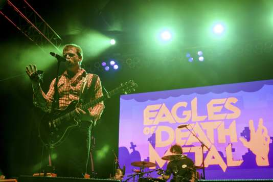Le musicien Jesse Hughes, lors d'un concert de son groupe, Eagles of Death Metal, à Los Angeles,le 25 octobre 2014.