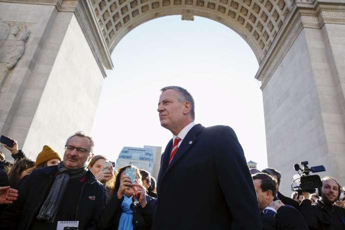Le maire de New York Bill de Blasio arrive au rassemblement organisé samedi 14 novembre à Washington Square à Manhattan pour rendre hommage aux victimes des attentats de Paris.