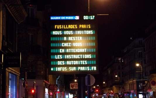 Une série d'attaques à Paris a fait une centaine de morts, vendredi 13 novembre.