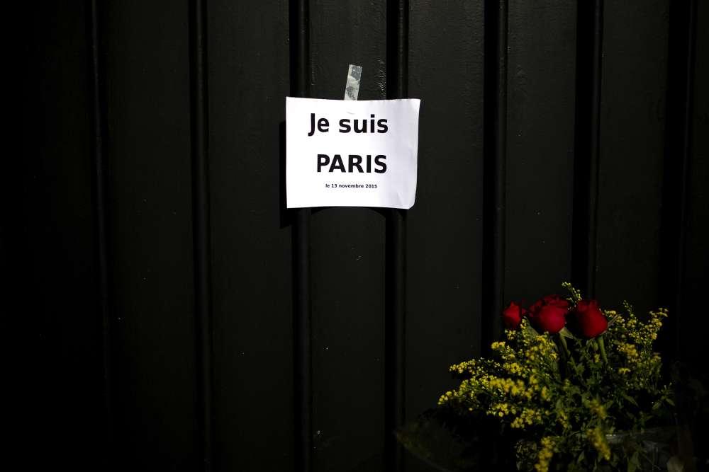 En Grèce, devant l'ambassade de France.