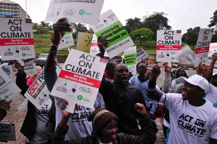 Des centaines de personnes ont également participé à cette marche mondiale à Nairobi.