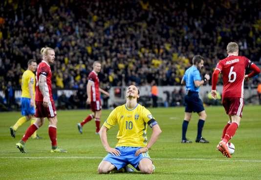 Zlatan Ibrahimovic après une occasion ratée lors de Suède-Danemark