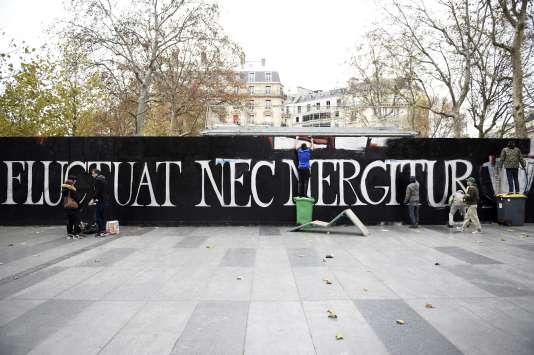 """""""Il est battu par les flots mais ne sombre pas"""" : la devise de la ville de Paris a pris une signification toute particulière après les attaques du 13 novembre."""