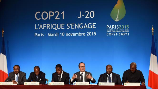 Francois Hollande en compagnie de plusieurs chefs d'Etat africains lors d'une conférence sur le climat le 10 novembre  à l'Elysée.