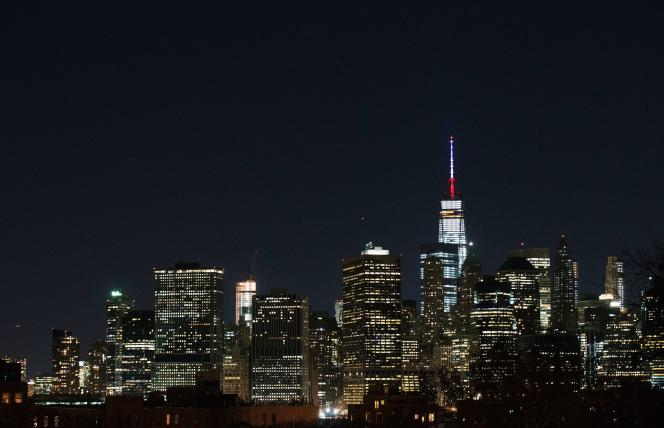 Vendredi 13 novembre, le One World Trade Center à New York, mais aussi lhôtel de ville à San Francisco et le Christ rédempteur de Rio se sont tous éclairés en bleu blanc rouge, en honneur des victimes des attenants qui ont eu lieu à Paris.