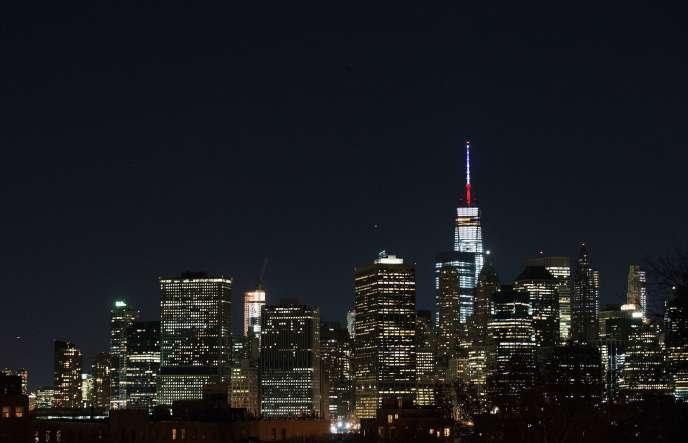 Vendredi 13 novembre, le One World Trade Center à New York, mais aussi lhôtel de ville à San Francisco et le Christ rédempteur de Rio se sont tous éclairés en bleu blanc rouge, en honneur des victimes des attenants qui ont eu lieu à Paris.