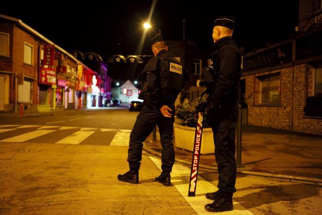 Contrôles renforcés à la frontière belge,  à Tourcoing (Nord), vendredi 13 novembre.