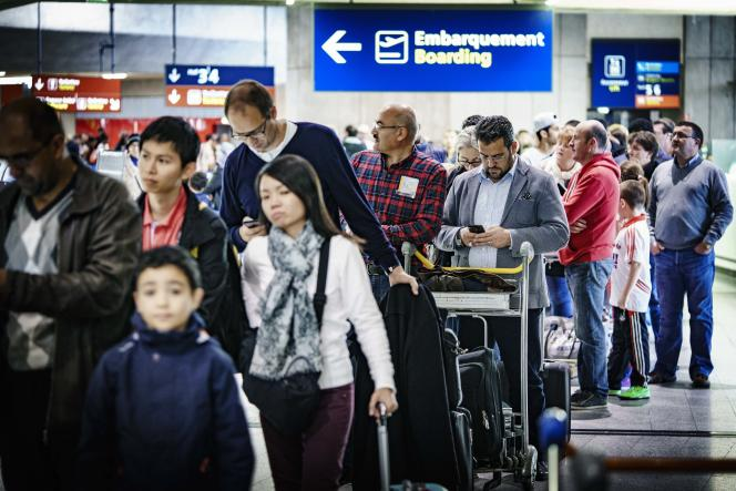 A l'aéroport Roissy-Charles-de-Gaulle, samedi 14 novembre