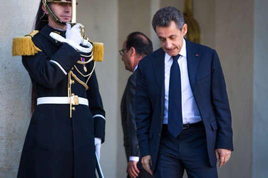 François Hollande reçoit Nicolas Sarkozy à l'Elysée après une série d'attentats à Paris. Dimanche 15 novembre 2015 - 2015©Jean-Claude Coutausse / french-politics pour Le Monde