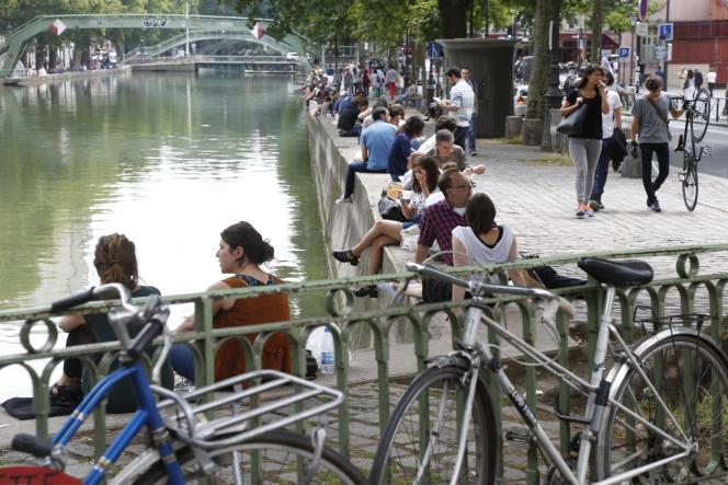 Le long du Canal Saint Martin à Paris en juillet 2014.