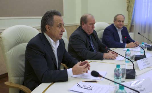Le ministre des Sports Vitali Moutko a présidé la réunion extraordinaire de la fédération d'athlétisme aux côtés du président par intérim Vadim Zelichenok.