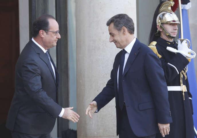 Les présidents François Hollande et Nicolas Sarkozy à l'Elysée, le 15 novembre 2015.