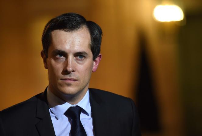 Le secrétaire général du Front National,  Nicolas Bay lors de la réception de Marine Le Pen par François Hollande à l'Elysée.