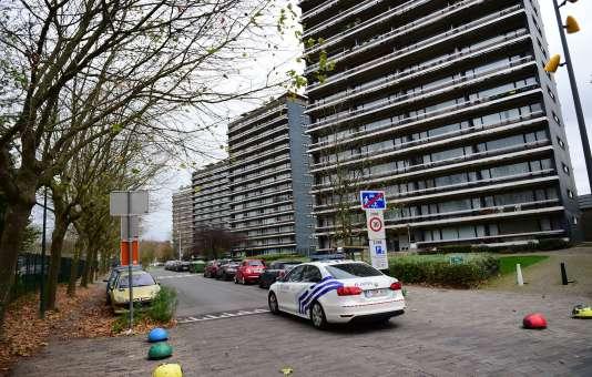 Patrouille de  police à Molenbeek dans l'agglomération bruxelloise le 15 novembre.