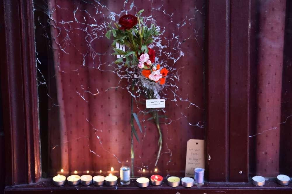 """Le restaurant """"Le Carillon"""", l'un des lieux des attaques, le 15 novembre."""