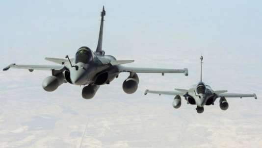 La France a bombardé Rakka, le fief de l'Etat islamique, le 15 novembre au soir.