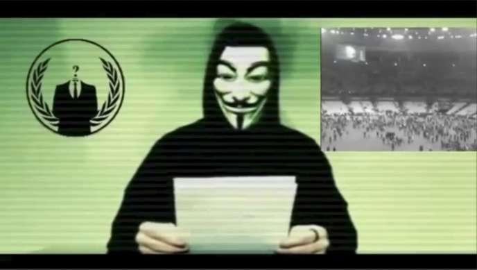 Un message vidéo revendiqué par le collectif de hackeurs Anonymous, le16novembre2015.