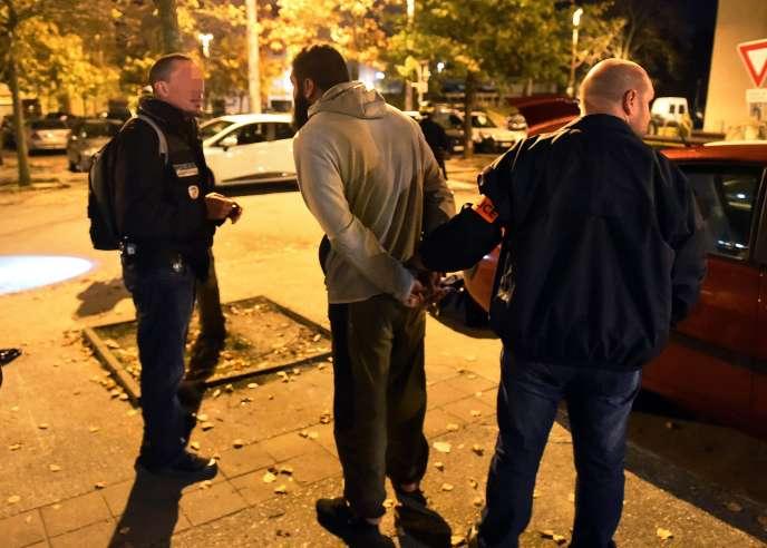 Lors d'une opération de police à Toulouse, le 16 novembre 2015.