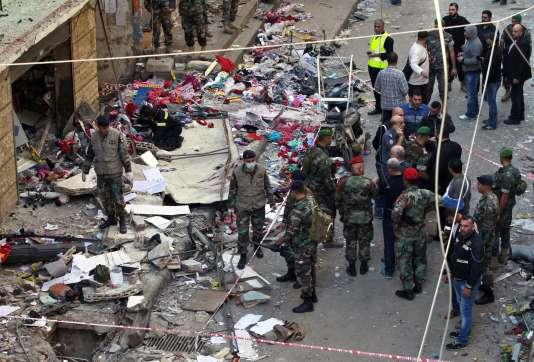 Des soldats sur les lieux de l'attentat-suicide dans le quartier de Bourj El-Barajneh, à Beyrouth, vendredi 13 novembre.