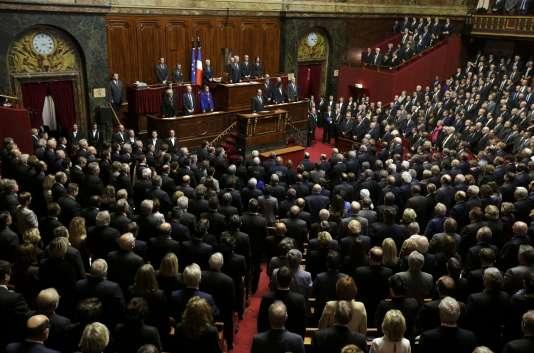 François Hollande avait annoncé une révision de la Constitution devant les parlementaires réunis à Versailles, le 16 novembre 2015.