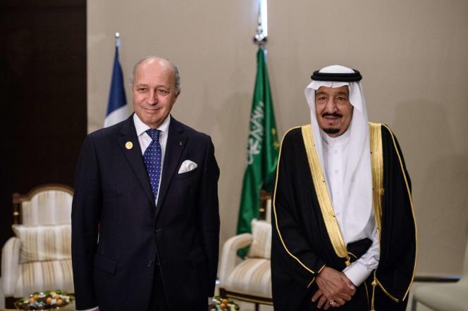 Le ministre des affaires étrangères, Laurent Fabius et le roi d'Arabie saoudite Salman  ben Abdelaziz Al Saoud, le 16 novembre, au sommet du G20 à à Antalya (Turquie).