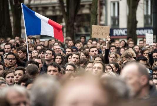 Minute de silence en hommage aux victimes des attentats de Paris, le 16 novembre à Lille.