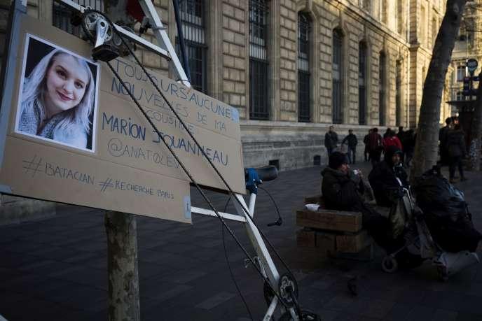 Un avis de recherche à Paris, dimanche 15 novembre.