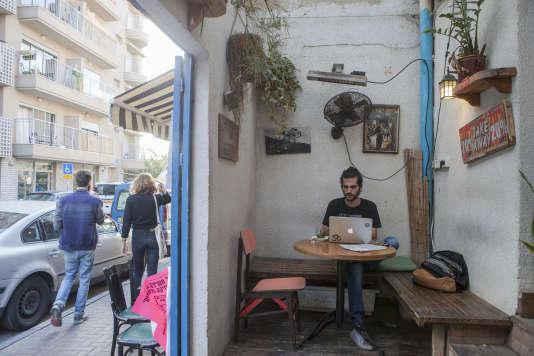 Novembre 2015, dans un café du quartier Florentin, lieu de sortie de la jeunesse de Tel Aviv.