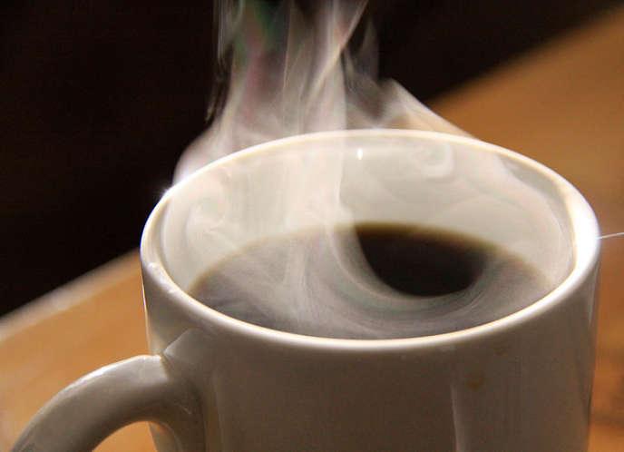 Hippolyte Courty court le monde à la recherche des cafés qu'il aime tout en fréquentant les torréfacteurs.
