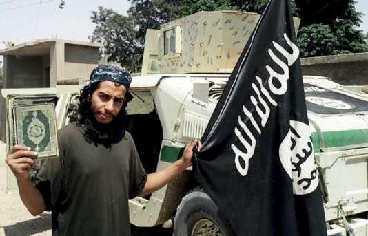 """Portrait non daté diffusé dans le magazine djihadiste """"Dabiq"""" du djihadiste Abdelhamid Abaaoud."""