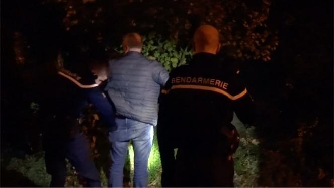La gendarmerie française a diffusé des images des perquisitions administratives auxquelles elles ont procédé en région parisienne.