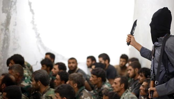 Des combattants de l'organisation Etat islamique. Photo publiée sur un site djihadiste en août 2014.
