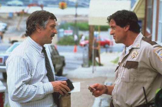Moe Tilden (Robert de Niro) convainct le shérif Freddy Heflin (Sylvester Stallone) de remettre sa ville dans le droit chemin.