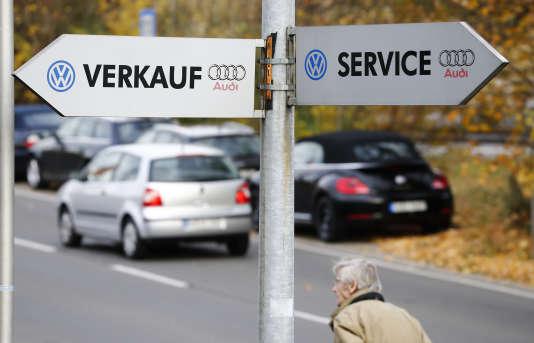 Le groupe Volkswagen, en pleine tourmente depuis la mi-septembre pour sa tricherie aux émissions polluantes, a vu ses livraisons reculer (-0,5 %) mais reste, de loin, le premier constructeur en Europe avec 25,1 % du marché.