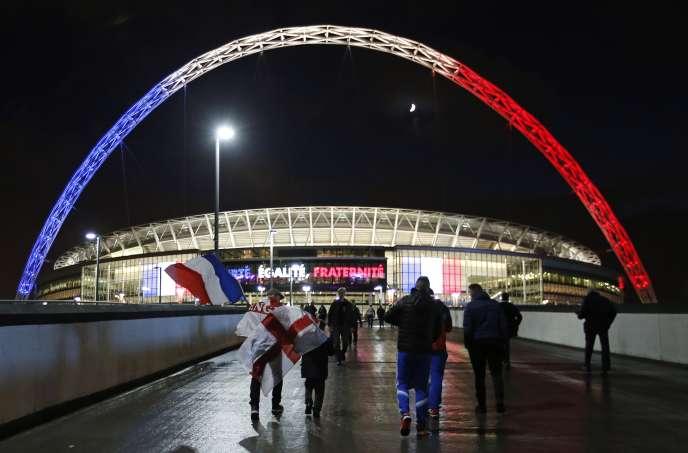 Devant le stade de Wembley avant le match amical Angleterre-France, le 17 novembre 2015.